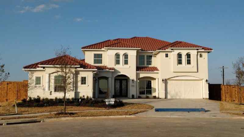 Villa style home with terracotta clay tile roof are a good roof and house color combination